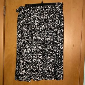 H&M Black and white pleated skirt